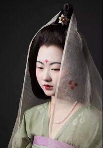 中国装束复原小组,耗费11年「还原200套汉服」,只为留住汉服之美