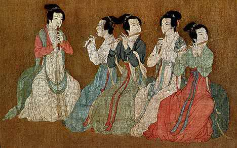 五代《韩熙载夜宴图》穿高腰襦裙的女子