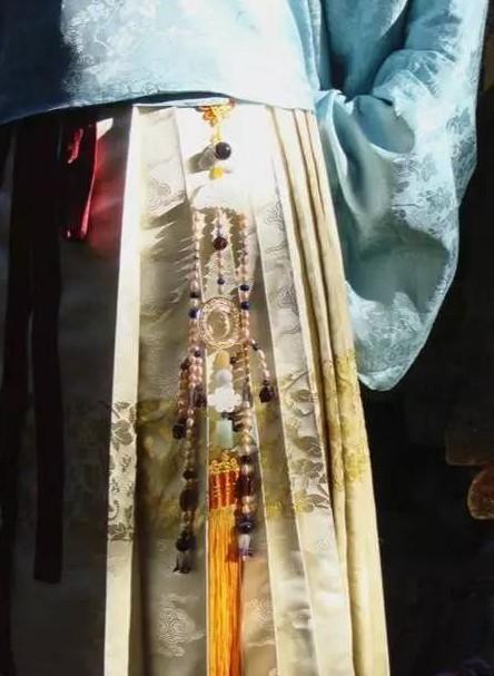 齐胸襦裙可以戴禁步吗?彰显礼仪与仪态的配饰-禁步