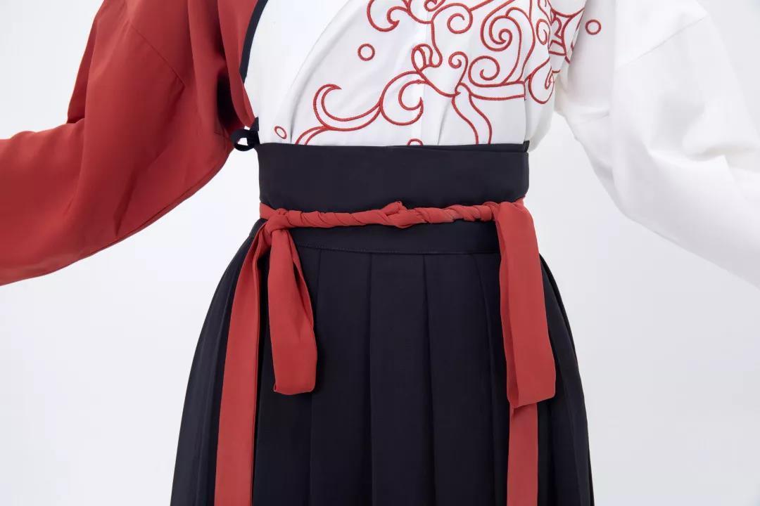 交领襦裙穿法