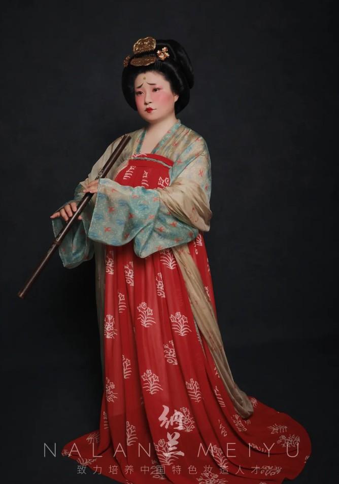 汉服妆造创作及欣赏:晚唐宫廷仕女造型复原