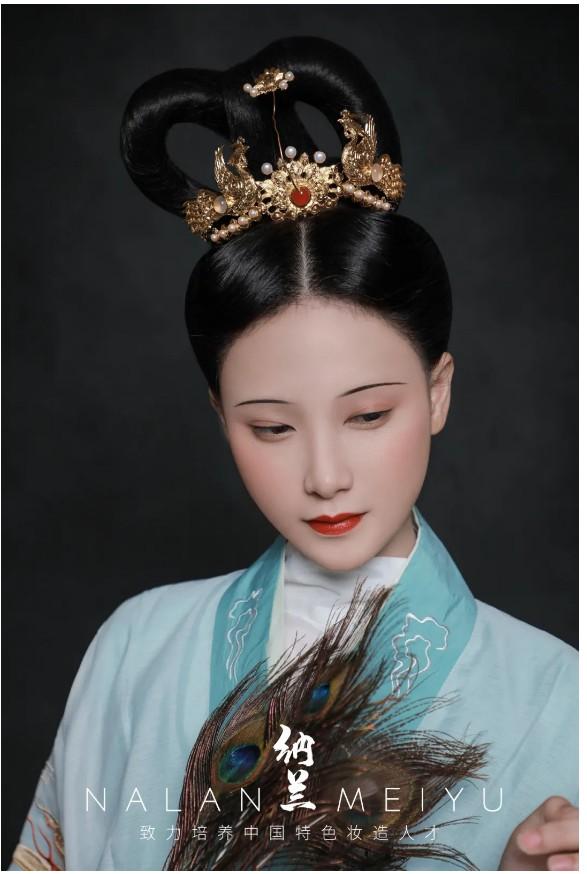 汉服妆造创作及欣赏:魏晋南北朝 双环髻
