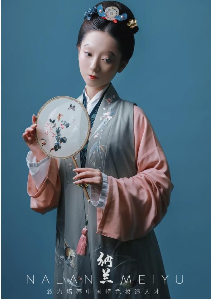 明代女子妆容
