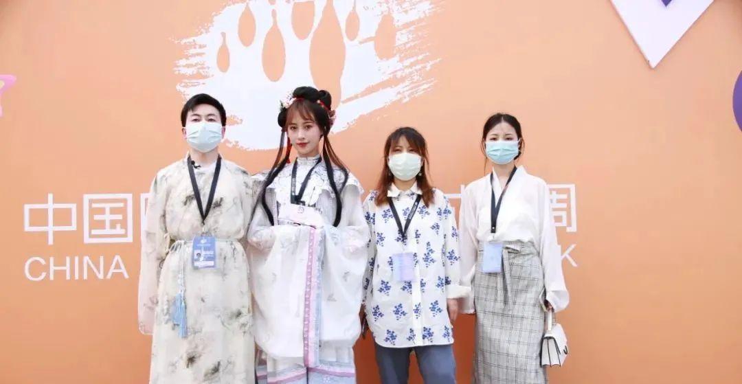 走进中国国际大学生时装周2022汉服趋势讲座,探寻汉服发展新机遇
